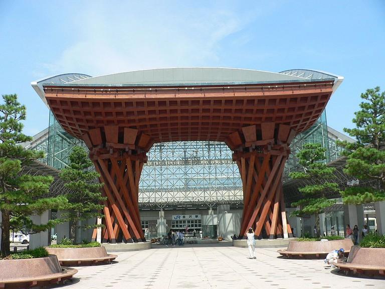 The Kanazawa Train Station | Blues Davis Paris/WikiCommons