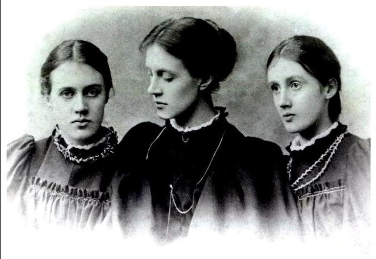 Virginia Woolf with Sisters © Julie Jordan Scott