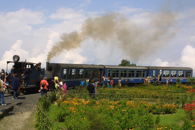 Darjeeling Toy Train ©Flickr/Joe Gratz