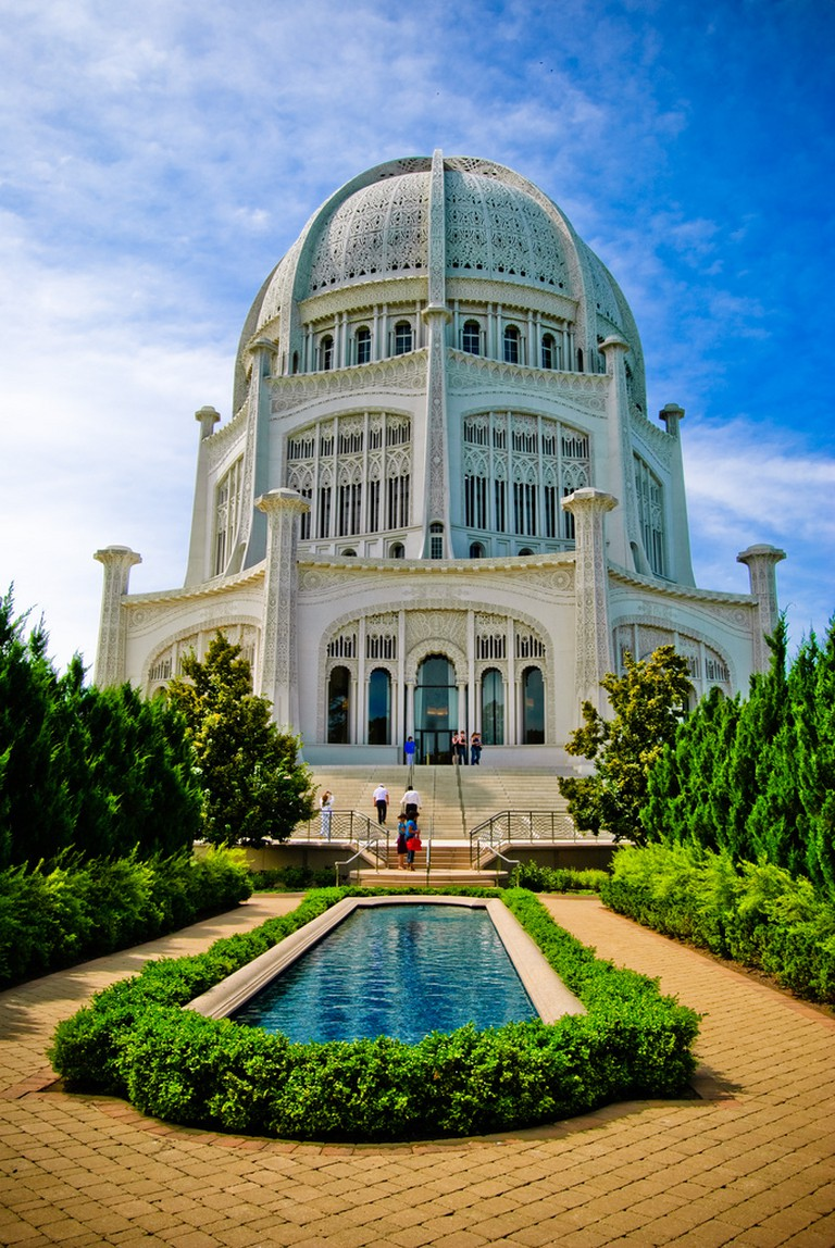 Temple with pool | © Santi Díaz/Flickr