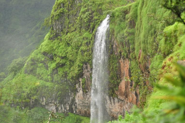 A waterfall at Kate's point, Mahabaleshwar © Flickr/Sankarshan Mukhopadhyay