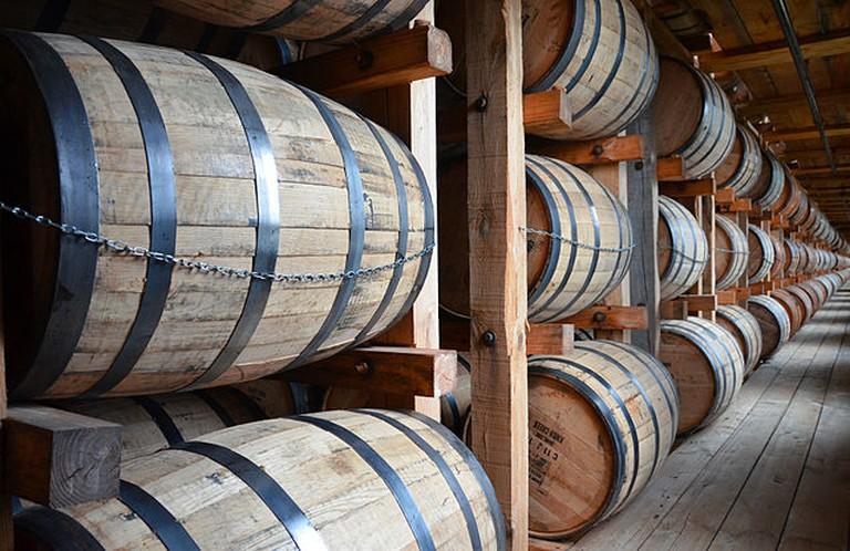 Oak barrels | © Bbadgett / WikiCommons
