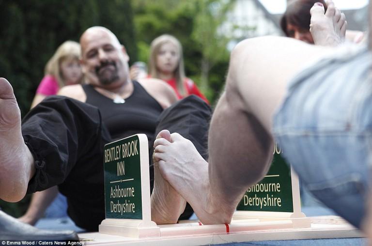 Toe Wrestling   © Caravanum/Flickr