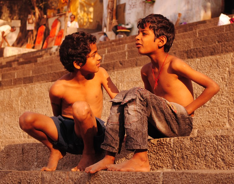 Two young men catching up on the banks on Banganga | ©Neehar Mishra