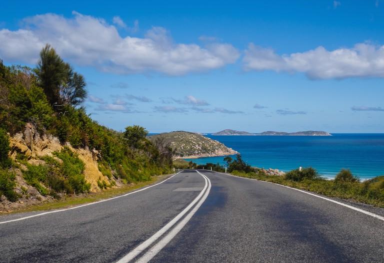 Coastal Road in Australia | ©Joshua Hibbert/Unsplash