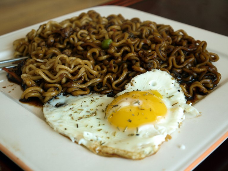 My first meal in the appartment: jajangmyeon!