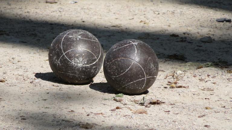 Two balls │© katharinakanns / Pixabay