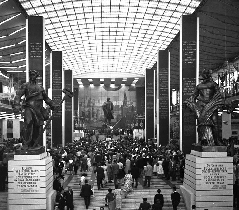 Expo58 - Inside USSR Building | WikiCommons
