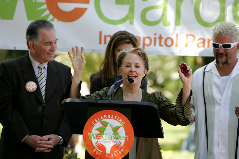 Alice Waters speaks at the 'We Garden' event in Sacramento in 2009, alongside Maria Shriver and Guy FIeri © Kelly Huston/Flickr