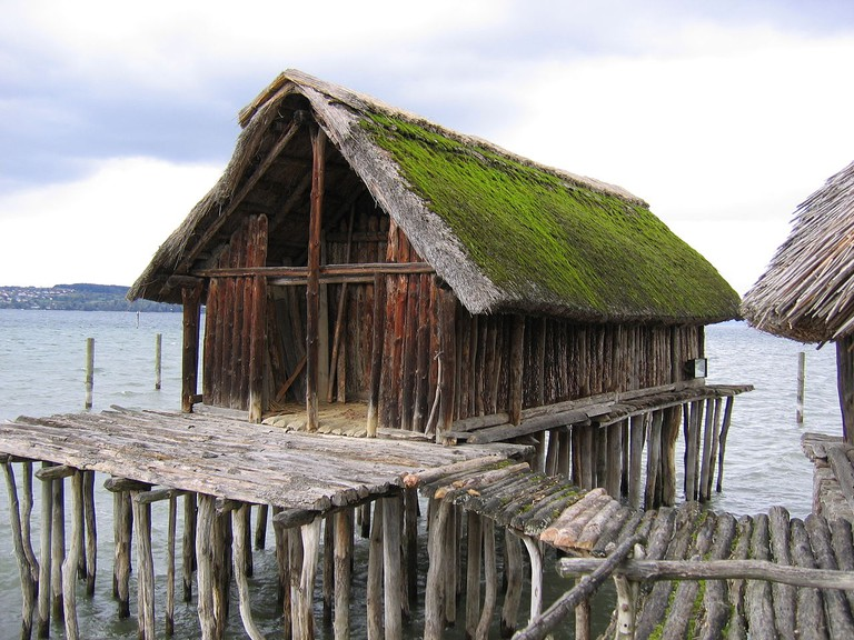 An example of prehistoric pile dwellings | © ANKAWÜ/WikiCommons