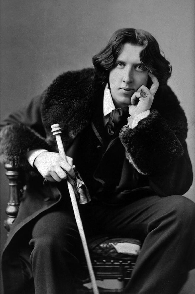 Oscar Wilde, portrait by Napoleon Sarony (1882)   Wikimedia Commons
