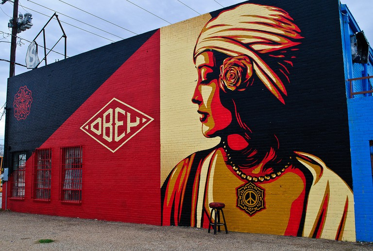 Mural on Belmont Hotel in Dallas, Texas © Marco Becerra/Flickr