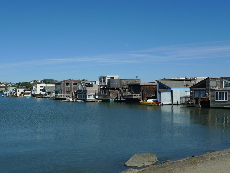 View of Sausalito houseboats from the Mill Valley-Sausalito bike path © Mark Hogan/Flickr