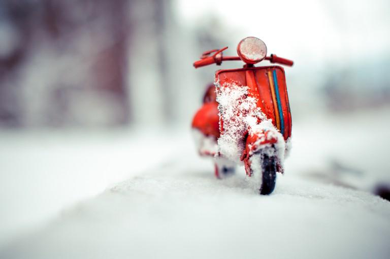Red Vespa, Snow is here, Solothurn Switzerland | © Kim Leuenberger