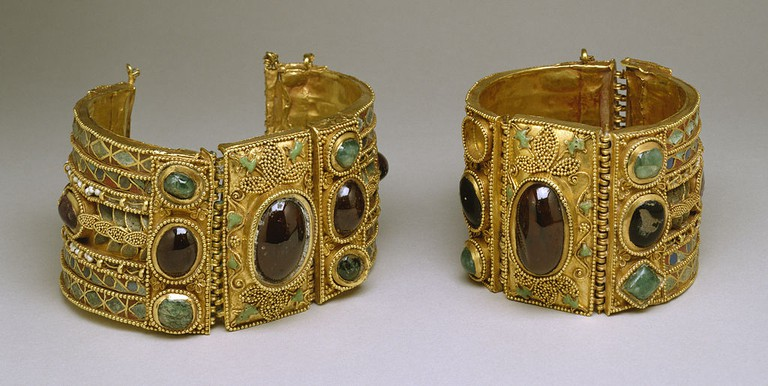 Bracelets from the Olbia Treasure, Elements: late 2nd century BC; Setting: 1st century BC   © Walters Art Museum/WikiCommons