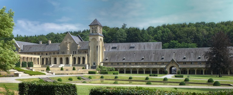 The imposing yellow-colored abbey of Orval | © Eric Huybrechts/Flickr