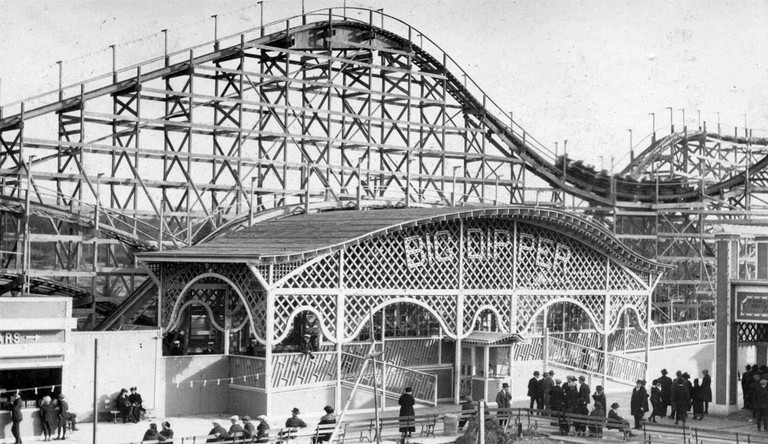 Playland's Big Dipper roller coaster, 1920s © James R. Smith/Wikipedia