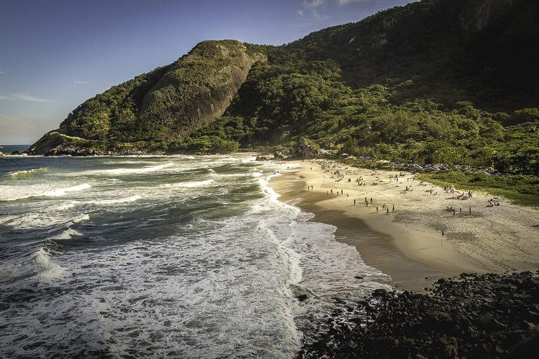Waves break on Prainha's shores   © Yacine Petitprez/Flickr