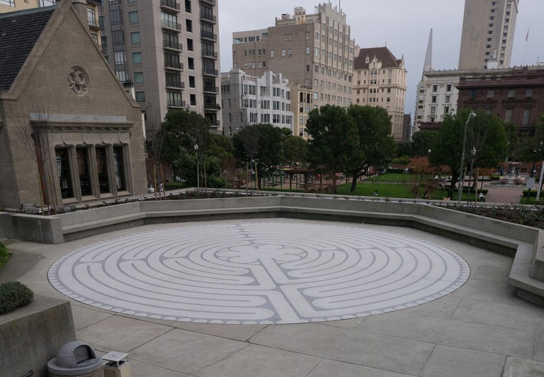 Outdoor labyrinth © Jay Galvin/Flickr