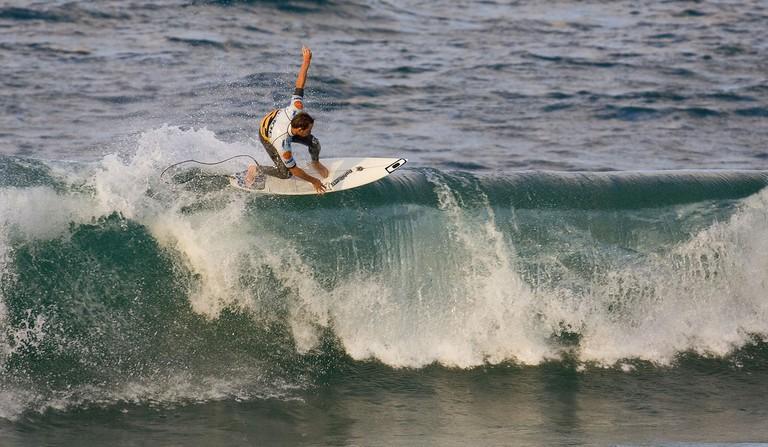 Tom Whittaker of Australia surfs during round 2 of the Billabong Pro Mundaka | © surfglassy / Flickr