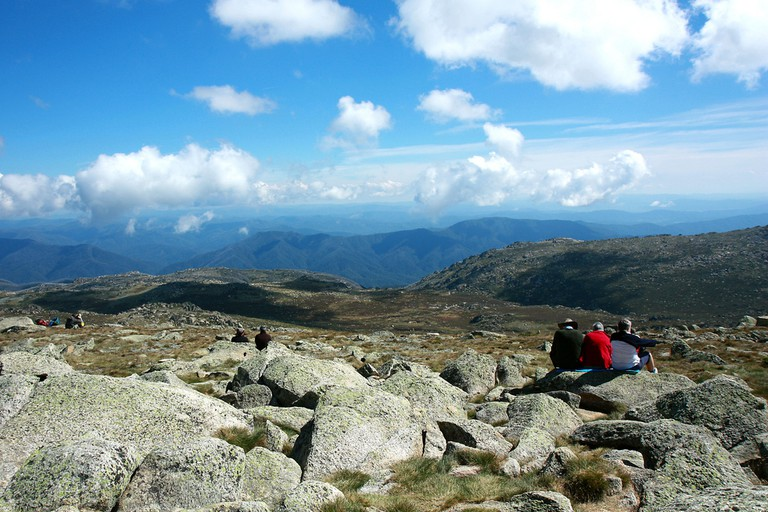 View from top of Mt Kosciuzsko in summer - the highest point in Australia | © Andrea Schaffer / Flickr