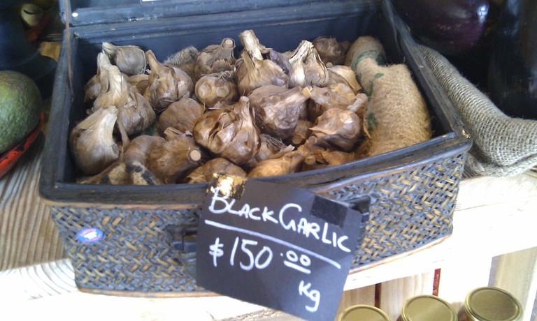 Black Garlic at the market © Flickr