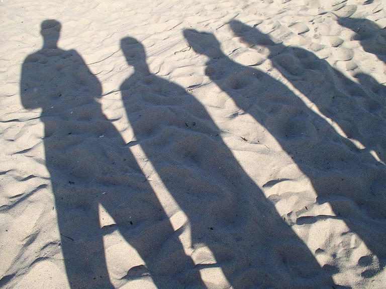800px-People_Shadow