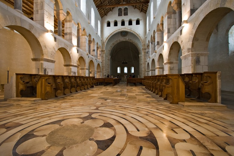 The inside of Rochefort Abbey's church, the only accessible part of the monastery | © Luca Galuzzi/Wikimedia Commons