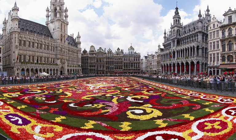 Brussels Grand-Place during the biennial flower carpet | © Wouter Hagens/Wikimedia Commons