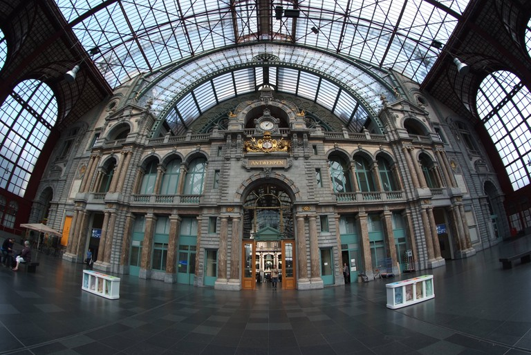 Ornate columns and glass ceilings at Antwerp's central railway station | © Wim Bladt/Wikimedia Commons