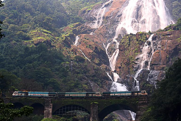 Doodhsagar Falls in Goa   © Purshi/WikiCommons