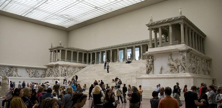 Great Altar of Pergamon, ca. 175 BC   © Hnanpel/WikiCommons