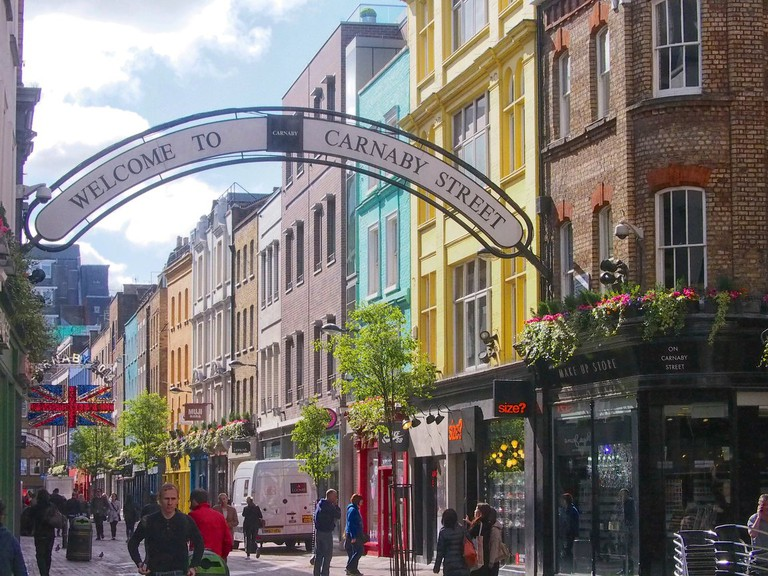 The entrance to Carnaby Street|©Grobie/Flickr