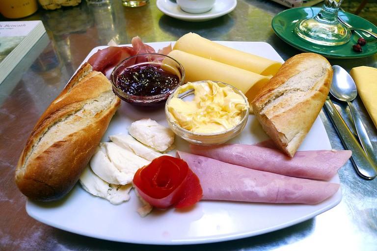 Complementary breakfast |© Magnus Manske/WikiCommons