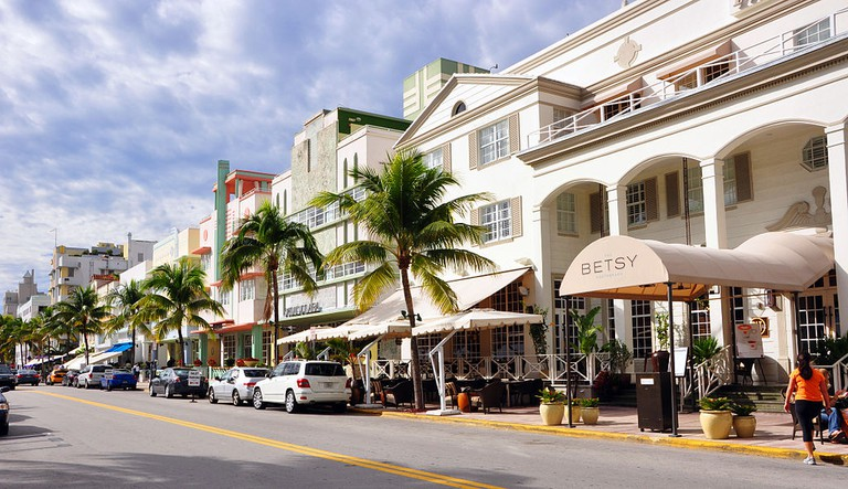 Ocean Drive is the premier shopping street in South Beach | wikipedia commons