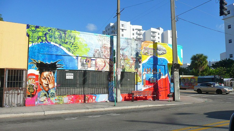 One of the many wall murals on 2nd Avenue | Wikipedia Commons