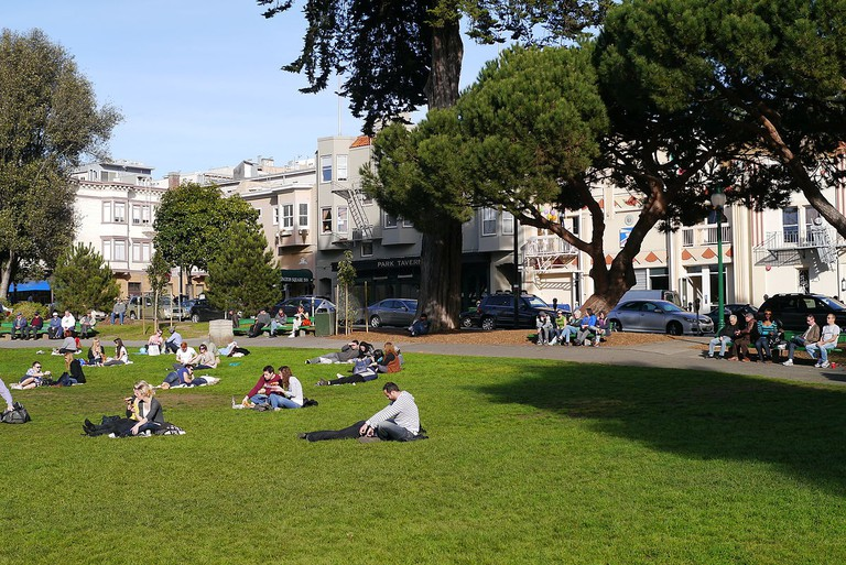 1200px-Relaxing_in_the_Washington_Square_San_Francisco