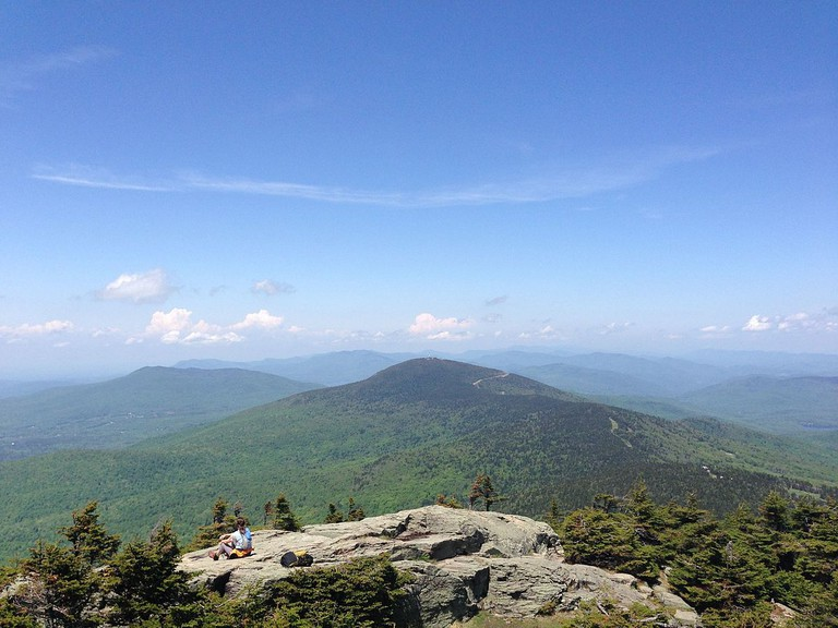 View from the top of Killington Peak looking straight at Pico Peak   © Mimicamilleri/Wikicommons