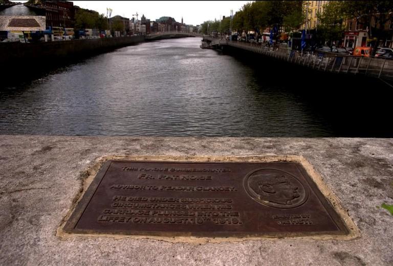 The plaque on O'Connell Bridge | © Mark Granier/Flickr