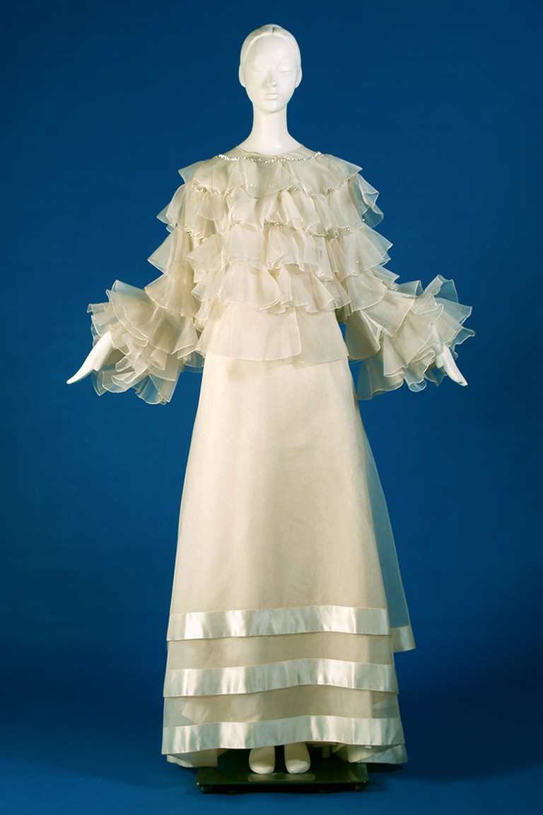 White silk organza evening dress with tiered ruffles, Spring 1985 | © Courtesy of Kent State University Museum
