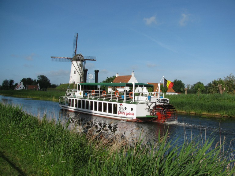 The Lamme Goedzak or 'Tame Softie' making its way to Damme   © Donar Reiskoffer/Wikimedia Commons