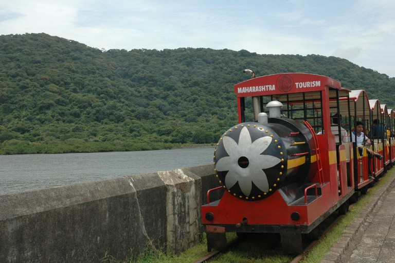 Toy train to the caves | © VBzi /Flickr