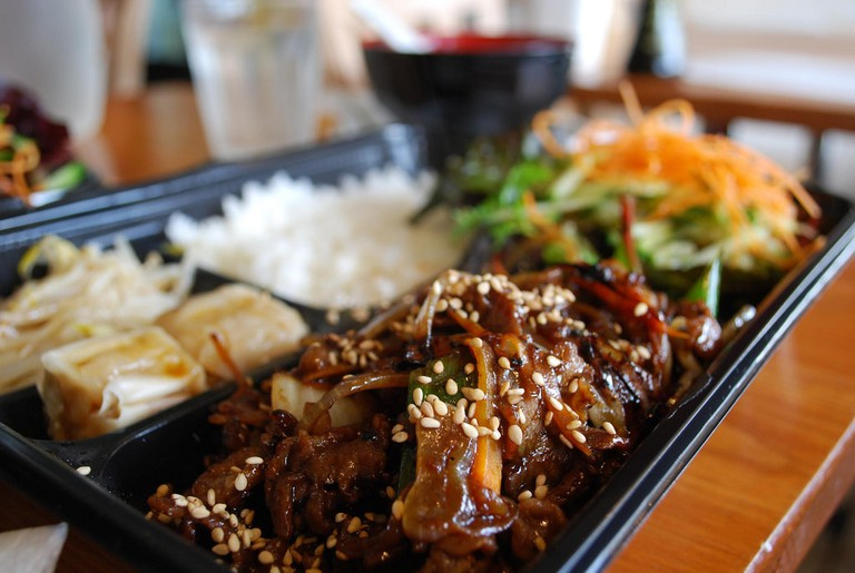 A classic store-bought yakiniku (grilled beef) bento | © Satsuki/Flickr