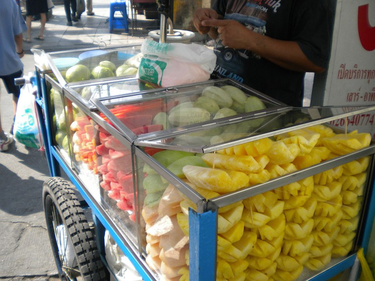 Thai fruit stall | ©TwentyFour Students/Flickr