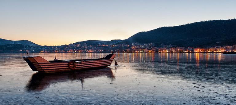 Frozen lake of Kastoria| © Nikos Koutoulas/Flickr
