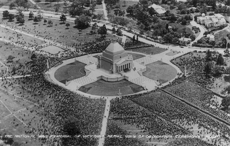 800px-Dedication_ceremony,_Shrine_of_Remembrance,_1934
