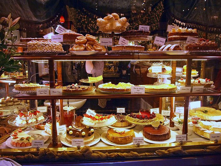 800px-Tea_rooms_store_front_in_Collins_Street,_Melbourne