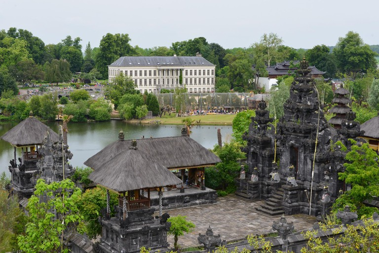 The park's Large Balinese Temple in front was built with the greatest precision in honor of Ganesha | © Stephane Mignon/Flickr