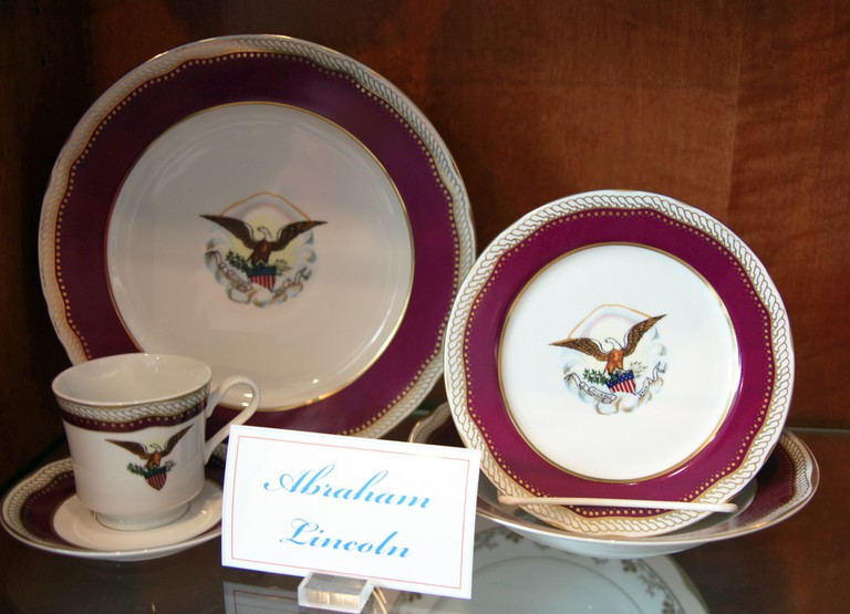 Abraham_Lincoln_administration_replica_china_-_Richard_M_Nixon_Presidential_Museum_and_Library-min