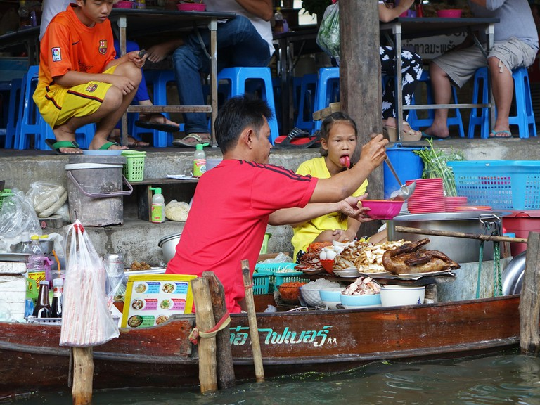 Damnoen Saduak Floating Market/Courtesy of Pixabay